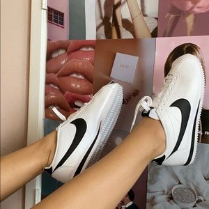 *RARE* Nike Cortez - black + white sneakers